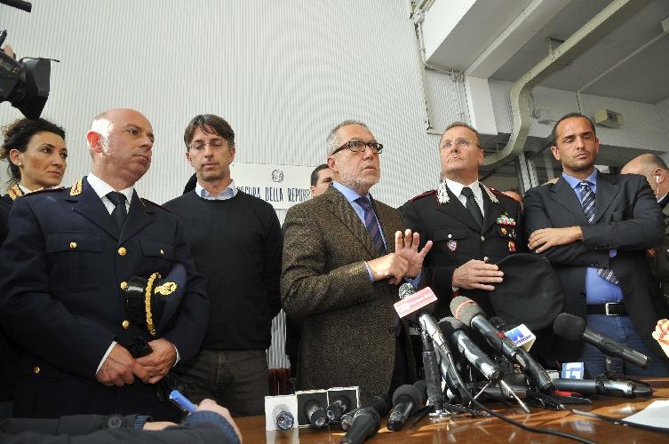 https://www.ragusanews.com//immagini_articoli/02-12-2014/omicidio-di-andrea-loris-il-video-della-conferenza-stampa-in-procura-500.jpg