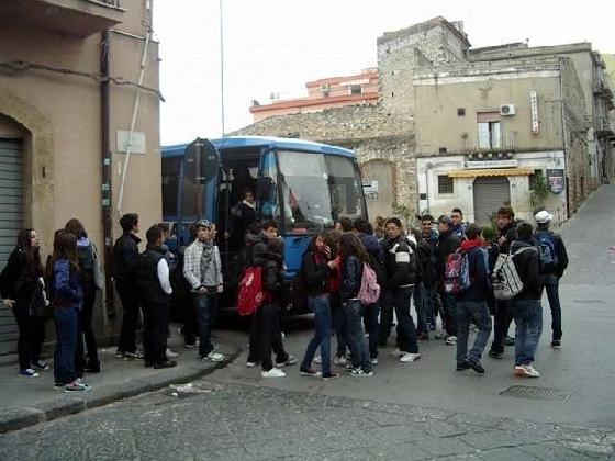 http://www.ragusanews.com//immagini_articoli/02-12-2016/trasporto-scolastico-da-gennaio-a-carico-delle-famiglie-ma-non-troppo-420.jpg