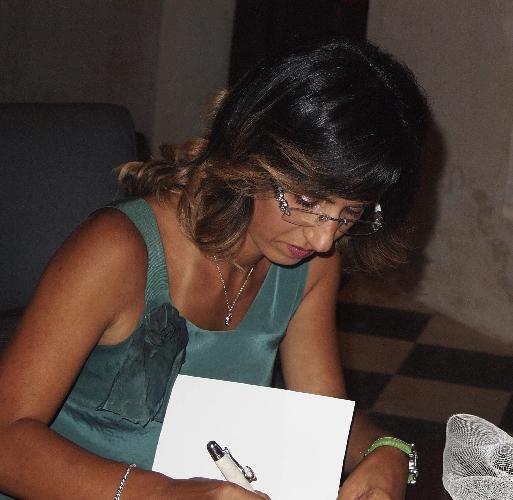 http://www.ragusanews.com//immagini_articoli/03-01-2016/si-presenta-il-libro-angela-abbramo-500.jpg