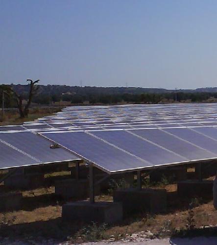 http://www.ragusanews.com//immagini_articoli/03-01-2016/sventato-un-furto-di-pannelli-fotovoltaici-a-quaglio-500.jpg