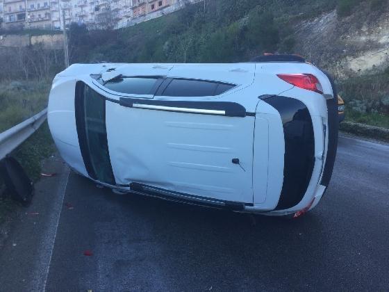 https://www.ragusanews.com//immagini_articoli/03-01-2017/ghiaccio-incidenti-nessuna-ordinanza-strade-transennate-420.jpg