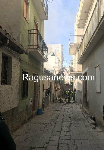 http://www.ragusanews.com//immagini_articoli/03-01-2018/scicli-disabile-fuoco-casa-muore-carbonizzato-500.jpg