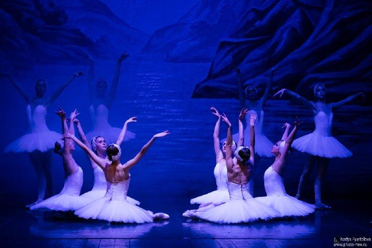https://www.ragusanews.com//immagini_articoli/03-01-2020/danza-il-lago-dei-cigni-a-ragusa-500.jpg