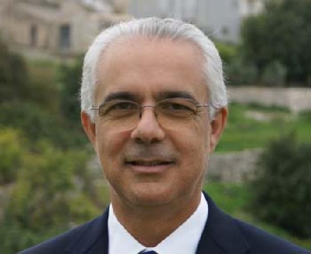 http://www.ragusanews.com//immagini_articoli/03-02-2014/clamoroso-a-ispica-il-pd-passa-col-sindaco-rustico-500.jpg
