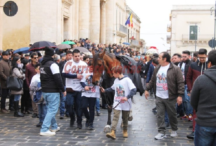 https://www.ragusanews.com//immagini_articoli/03-02-2018/celebrati-funerali-pino-giallongo-500.jpg