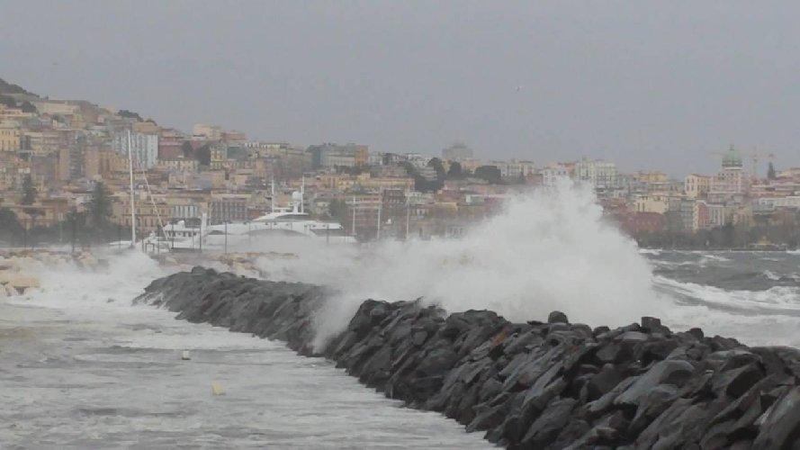 https://www.ragusanews.com//immagini_articoli/03-02-2019/burrasca-arrivo-sicilia-500.jpg