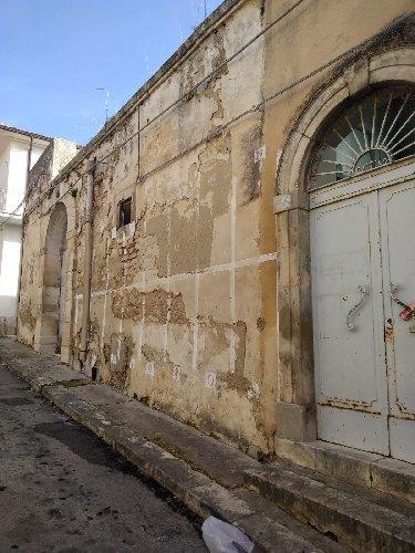 https://www.ragusanews.com//immagini_articoli/03-02-2019/pretura-degradata-ispica-500.jpg