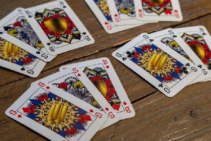 https://www.ragusanews.com//immagini_articoli/03-02-2021/1612343857-il-nuovo-mazzo-di-carte-che-rispetta-la-parita-di-genere-foto-2-280.jpg