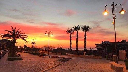 https://www.ragusanews.com//immagini_articoli/03-02-2021/1612345464-pozzallo-zona-blu-lo-splendido-mare-d-inverno-foto-video-6-280.jpg