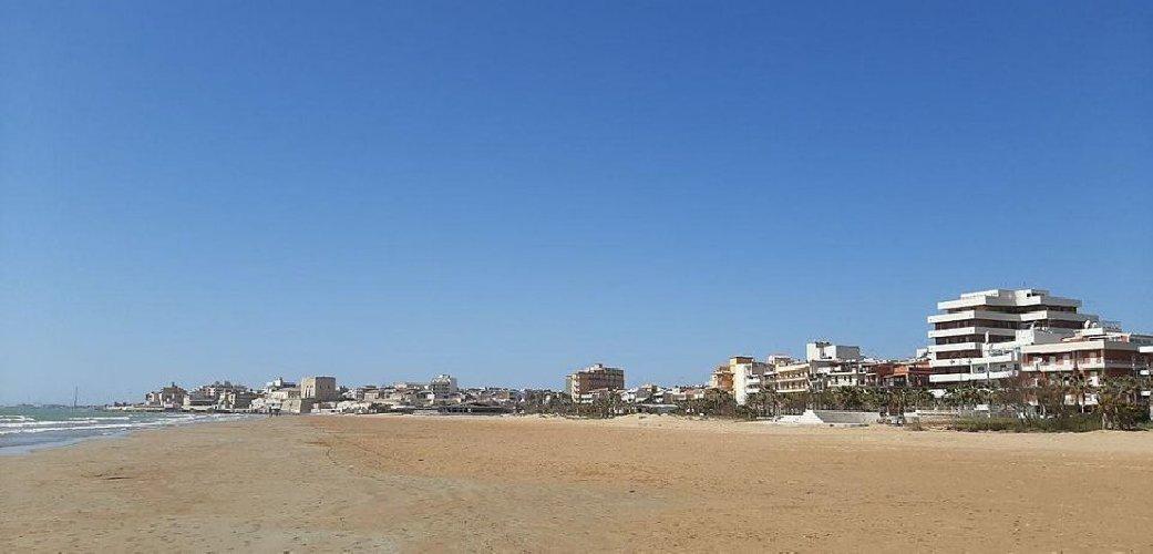 https://www.ragusanews.com//immagini_articoli/03-02-2021/1612345464-pozzallo-zona-blu-lo-splendido-mare-d-inverno-foto-video-7-500.jpg