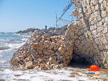 https://www.ragusanews.com//immagini_articoli/03-02-2021/1612381569-spiaggia-di-caucana-cronaca-di-un-crollo-annunciato-5-280.jpg
