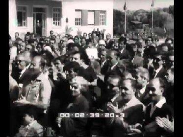 https://www.ragusanews.com//immagini_articoli/03-02-2021/il-padre-di-mattarella-ad-augusta-nel-cinegiornale-del-1964-280.jpg