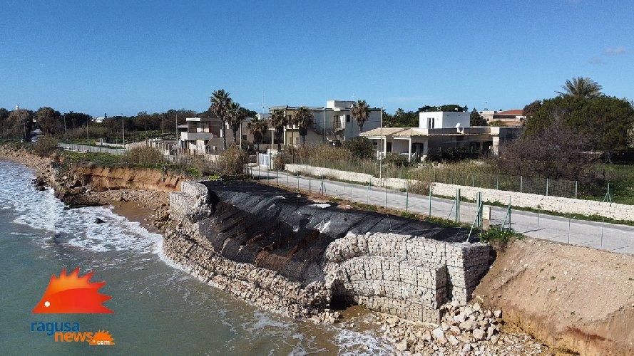 https://www.ragusanews.com//immagini_articoli/03-02-2021/spiaggia-di-caucana-cronaca-di-un-crollo-annunciato-500.jpg