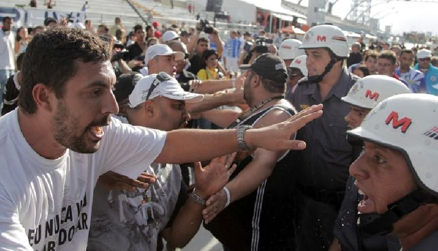 http://www.ragusanews.com//immagini_articoli/03-03-2014/rissa-a-carnevale-5-arresti-a-chiaramonte-500.jpg