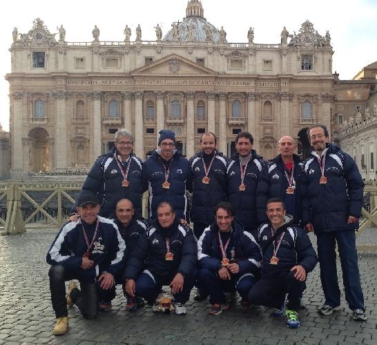 http://www.ragusanews.com//immagini_articoli/03-03-2014/running-modica-espugna-ostia-e-festeggia-in-vaticano-500.jpg