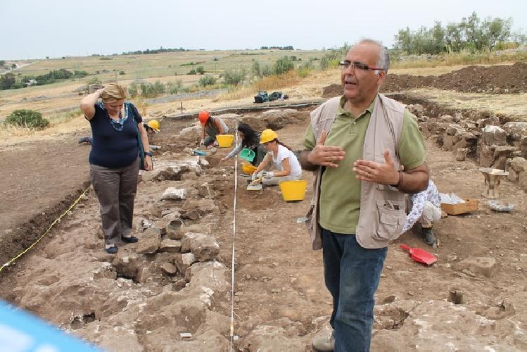https://www.ragusanews.com//immagini_articoli/03-03-2016/lezione-di-archeologia-su-calicantone-500.jpg
