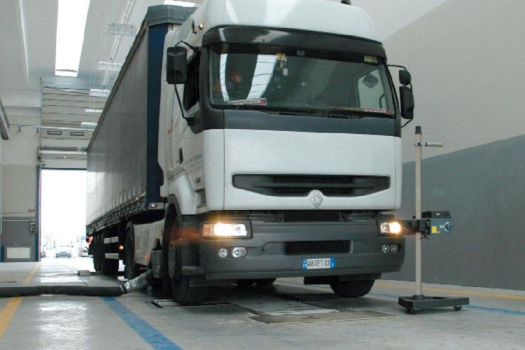 https://www.ragusanews.com//immagini_articoli/03-03-2018/camionisti-costretti-revisione-fuori-provincia-paradosso-ragusa-500.jpg