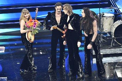 https://www.ragusanews.com//immagini_articoli/03-03-2021/1614765602-sanremo-2021-i-look-dei-cantanti-sul-palco-dell-ariston-1-280.jpg