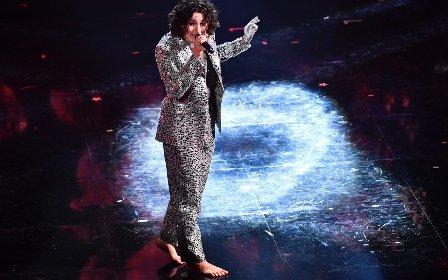 https://www.ragusanews.com//immagini_articoli/03-03-2021/1614765603-sanremo-2021-i-look-dei-cantanti-sul-palco-dell-ariston-3-280.jpg
