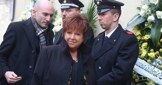https://www.ragusanews.com//immagini_articoli/03-03-2021/sanremo-orietta-berti-viola-coprifuoco-inseguita-da-3-auto-della-polizia-280.jpg