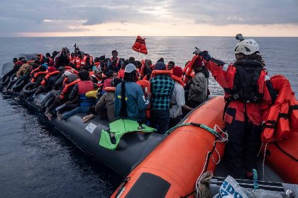 https://www.ragusanews.com//immagini_articoli/03-03-2021/sea-watch-363-migranti-verso-augusta-l-approdo-nel-pomeriggio-video-280.jpg