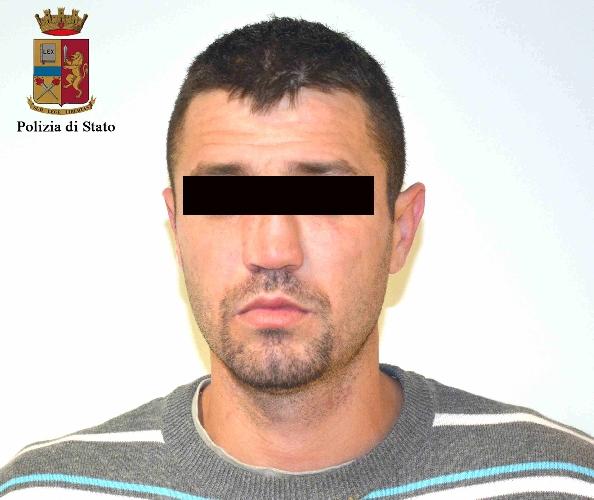http://www.ragusanews.com//immagini_articoli/03-04-2015/rapina-aggravata-arrestato-rumeno-500.jpg