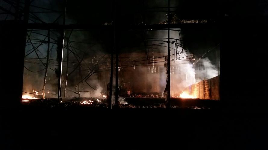 https://www.ragusanews.com//immagini_articoli/03-04-2017/incendiato-capannone-commercializzazione-ortofrutta-500.jpg