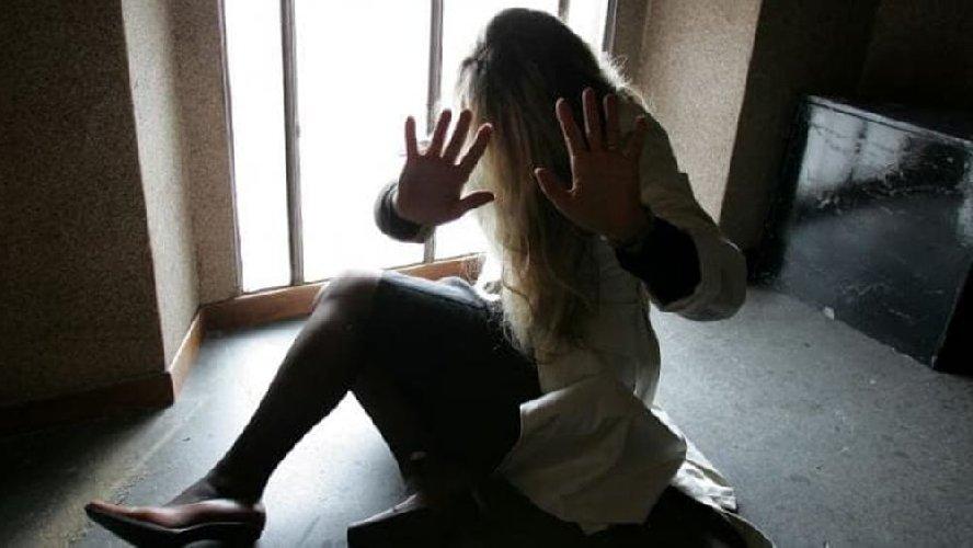 https://www.ragusanews.com//immagini_articoli/03-04-2018/pachino-rompe-naso-fidanzata-arrestato-500.jpg