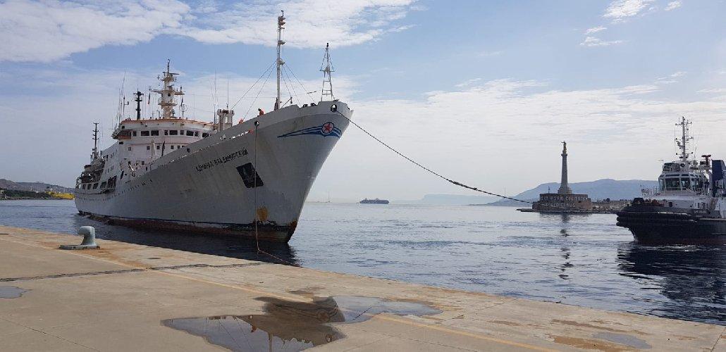 https://www.ragusanews.com//immagini_articoli/03-04-2021/nave-russa-accolta-a-messina-ma-gli-usa-e-una-nave-spia-500.jpg