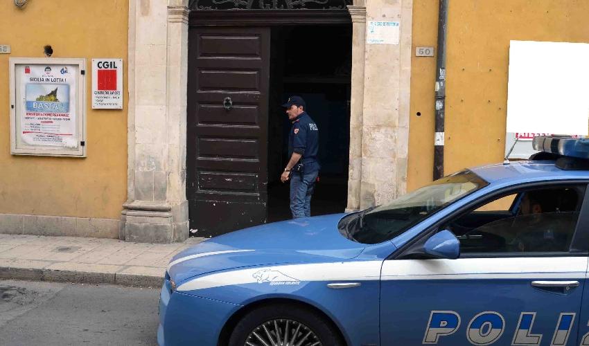 http://www.ragusanews.com//immagini_articoli/03-05-2016/la-colla-alla-porta-della-cgil-500.jpg