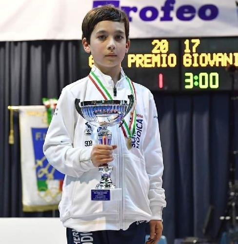 https://www.ragusanews.com//immagini_articoli/03-05-2017/emanuele-santoro-vice-campione-nazionale-fioretto-500.jpg