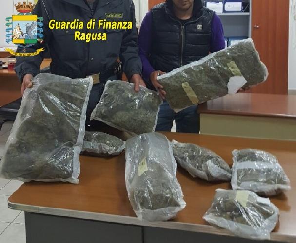 http://www.ragusanews.com//immagini_articoli/03-05-2017/pozzallo-scoperto-otto-chili-droga-500.jpg