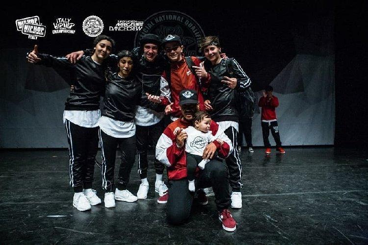 https://www.ragusanews.com//immagini_articoli/03-05-2018/kawabonga-crew-ragusa-primi-hiphop-international-italia-500.jpg