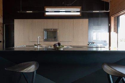 https://www.ragusanews.com//immagini_articoli/03-05-2021/1620041464-nemini-teneri-nella-campagna-di-scicli-la-villa-a-basso-consumo-energetico-19-280.jpg