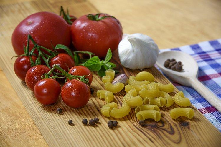 https://www.ragusanews.com//immagini_articoli/03-05-2021/dieta-mediterranea-perche-e-il-regime-alimentare-numero-uno-500.jpg