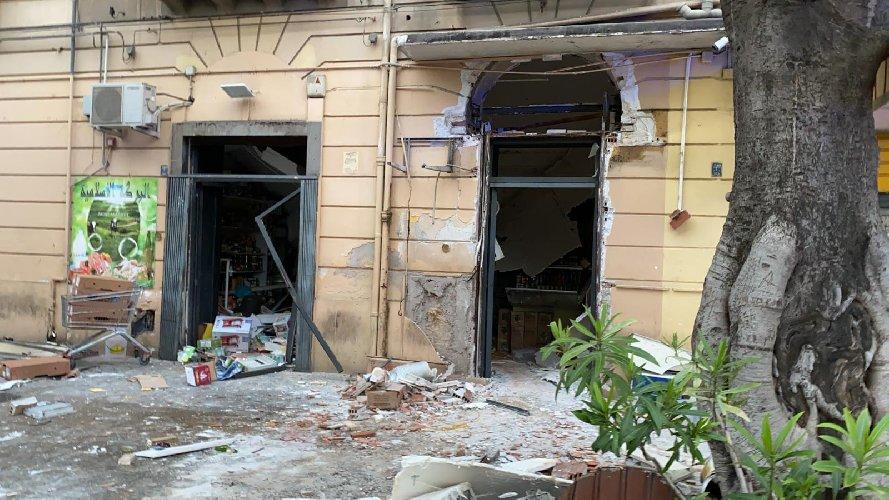 https://www.ragusanews.com//immagini_articoli/03-05-2021/palermo-esplosione-in-una-macelleria-alla-stazione-5-feriti-500.jpg