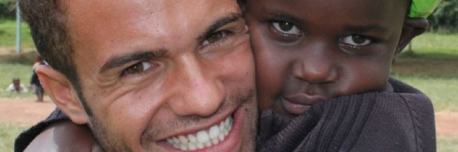 http://www.ragusanews.com//immagini_articoli/03-06-2015/andrea-caschetto-il-giro-del-mondo-per-orfanotrofi-500.jpg