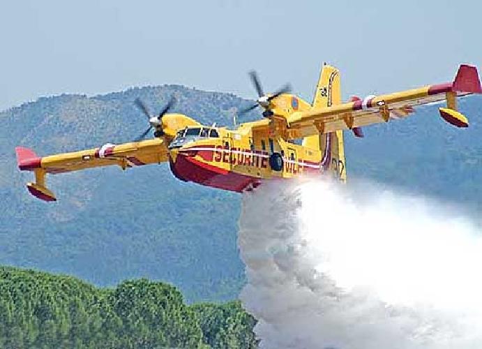 http://www.ragusanews.com//immagini_articoli/03-06-2016/pauroso-incendio-alla-fiumara-modica-invasa-dal-fumo-500.jpg