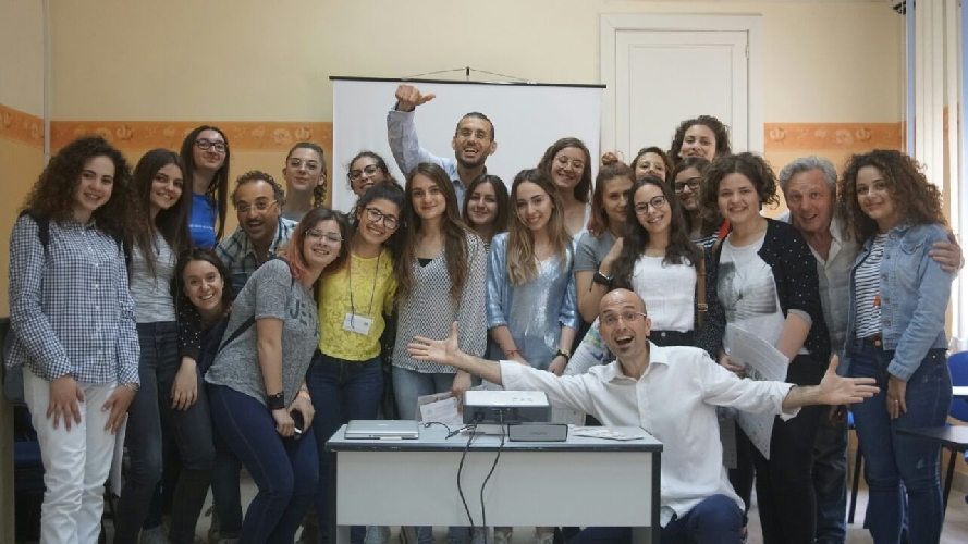 http://www.ragusanews.com//immagini_articoli/03-06-2017/clown-dottori-progetto-alternanza-scuolalavoro-500.jpg