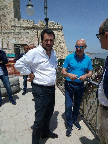 https://www.ragusanews.com//immagini_articoli/03-06-2018/salvini-pozzallo-parla-sindaco-500.jpg