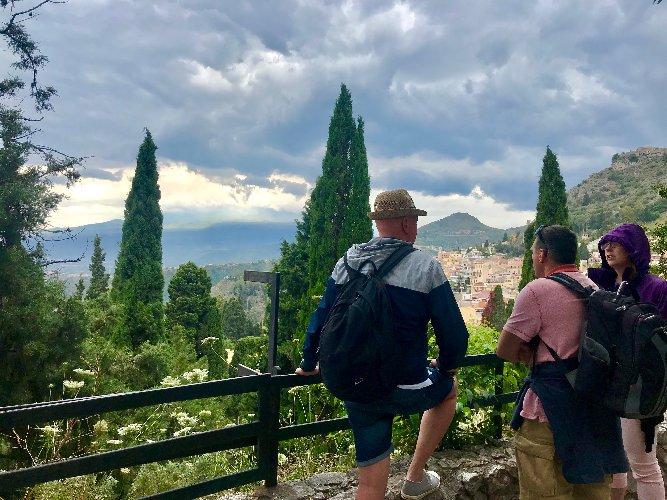 https://www.ragusanews.com//immagini_articoli/03-06-2019/85mila-visitatori-parco-di-naxos-taormina-per-il-2-giugno-500.jpg