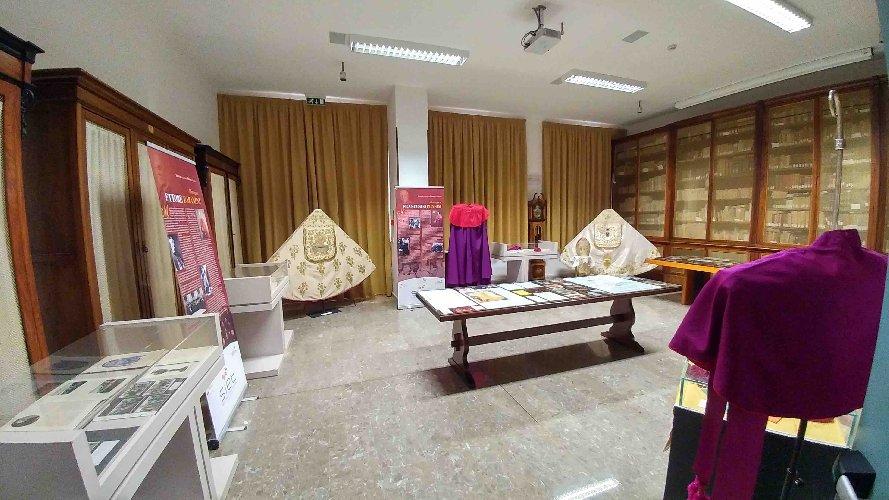 https://www.ragusanews.com//immagini_articoli/03-06-2019/una-mostra-sui-vescovi-di-ragusa-500.jpg