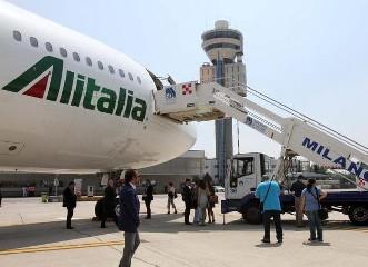 https://www.ragusanews.com//immagini_articoli/03-06-2020/da-oggi-alitalia-riprende-i-voli-per-catania-e-palermo-ecco-quali-240.jpg