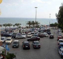 https://www.ragusanews.com//immagini_articoli/03-06-2020/il-centro-di-marina-di-modica-diventa-a-strisce-blu-240.jpg