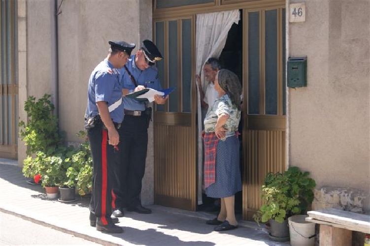 https://www.ragusanews.com//immagini_articoli/03-07-2014/anziana-vive-sola-la-sua-famiglia-e-larma-500.jpg