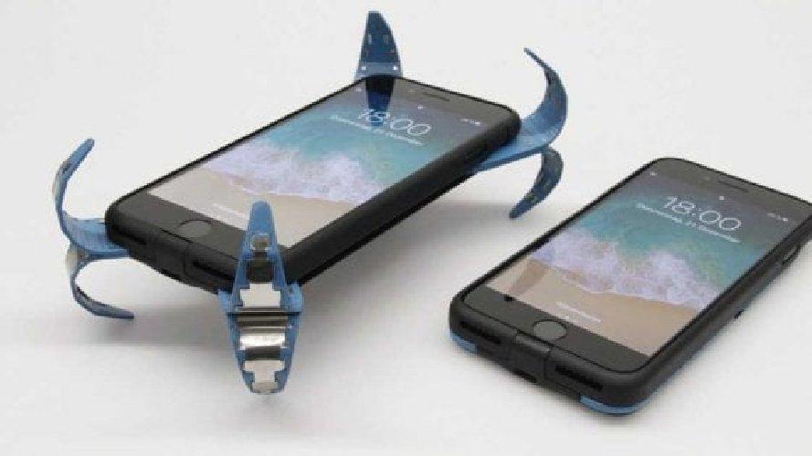 https://www.ragusanews.com//immagini_articoli/03-07-2018/airbag-salva-smartphone-500.jpg