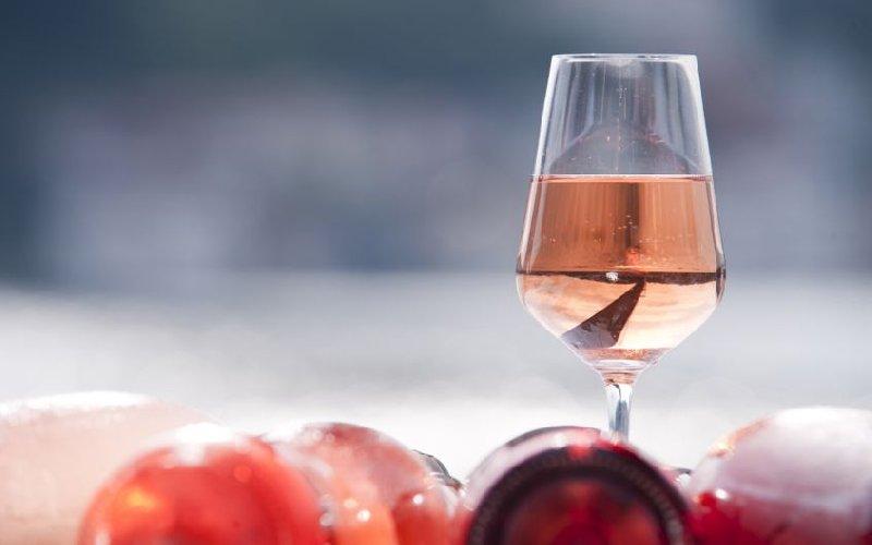 https://www.ragusanews.com//immagini_articoli/03-07-2018/catania-primo-evento-dedicato-vini-rosati-siciliani-500.jpg