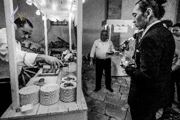 https://www.ragusanews.com//immagini_articoli/03-07-2019/1562145289-newyorchesi-in-val-di-noto-per-un-matrimonio-da-sogno-1-240.jpg