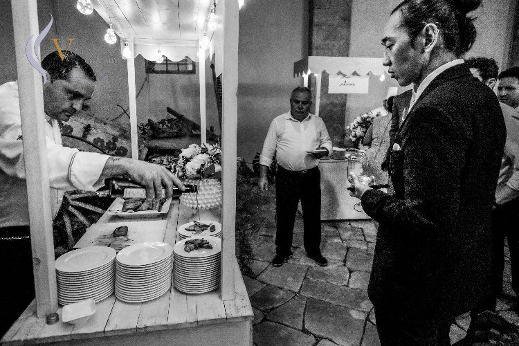 https://www.ragusanews.com//immagini_articoli/03-07-2019/1562145289-newyorchesi-in-val-di-noto-per-un-matrimonio-da-sogno-1-500.jpg