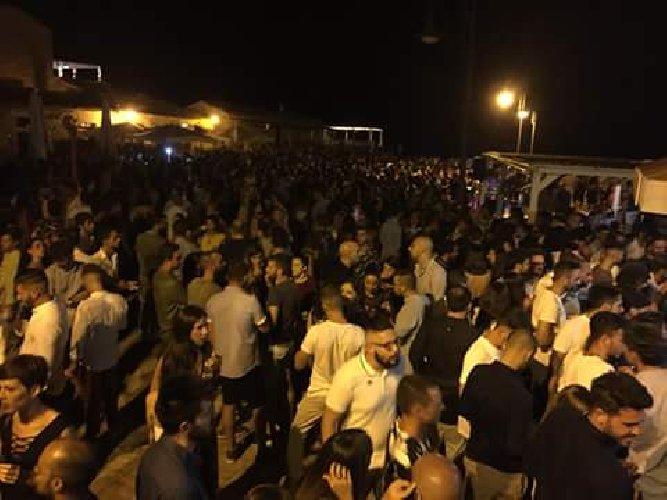 https://www.ragusanews.com//immagini_articoli/03-07-2019/a-marina-di-modica-venerdi-e-sabato-si-fa-baccano-fino-4-di-notte-500.jpg